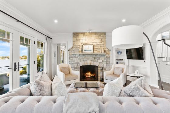Hall of Flame: 5 Homes with Cozy Fireplaces