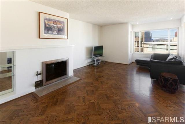 729-731 N Point St preview