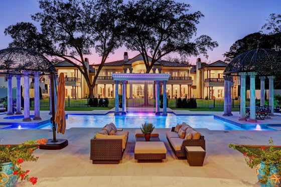 Dive In: 5 Homes with Stylish Swimming Pools