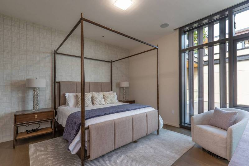Ready, Set, HOME! – It's that Easy with this Park Lane Courtyard Residence