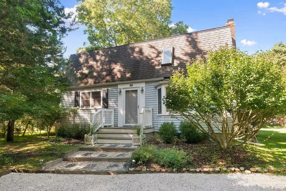 A light-filled Springs rental near the bay seeks $30K for the summer