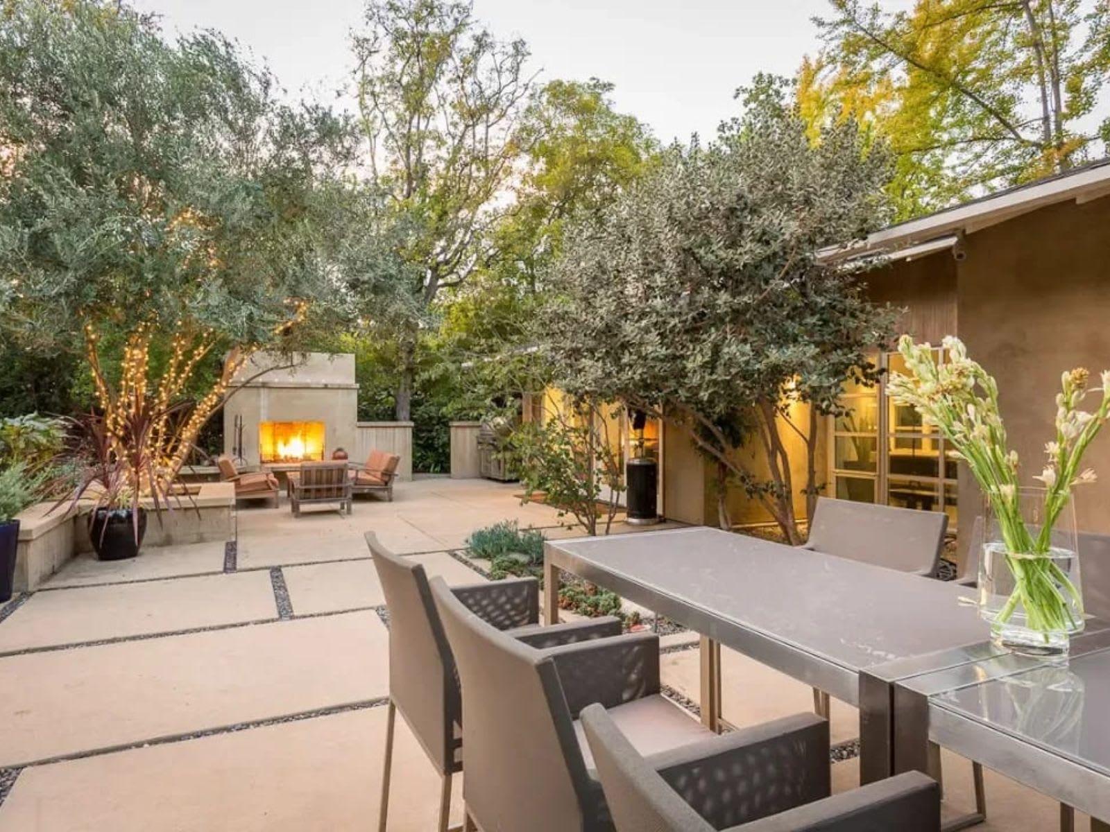 Resort-like California Contemporary Estate | 900 Hillcrest Place | in Pasadena California video preview