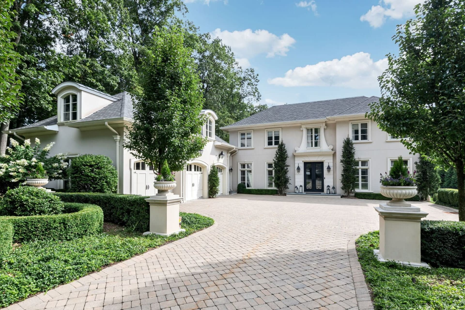 Luxury Home Trends in Upper Saddle River