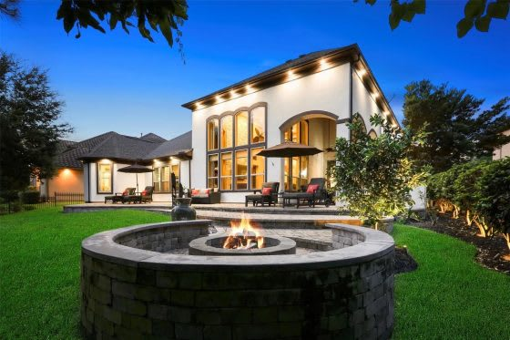 Flame On: 5 Homes with Outdoor Fire Pits and Fireplaces