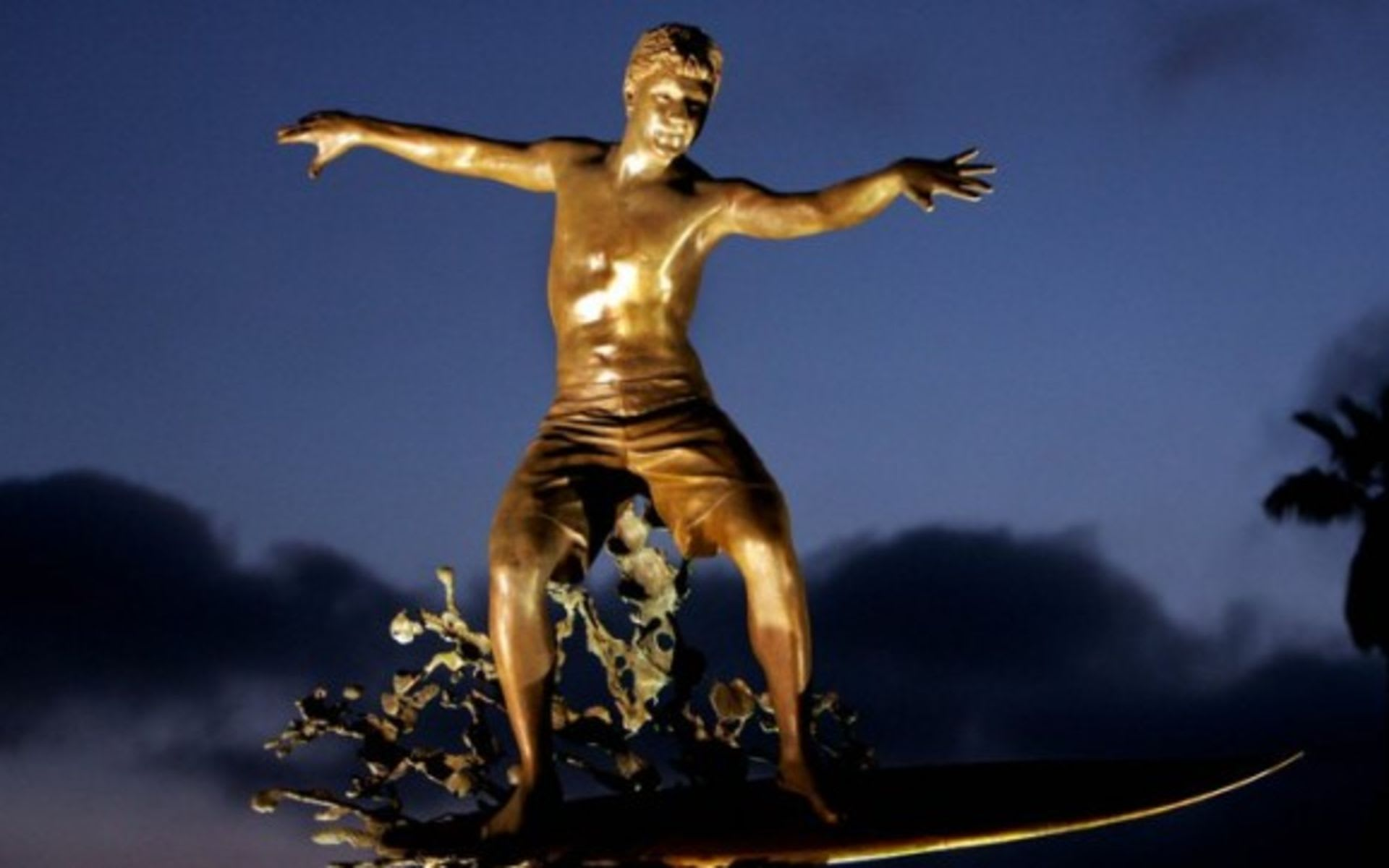 Surfer Statue in Cardiff by the Sea   Cardiff Kook