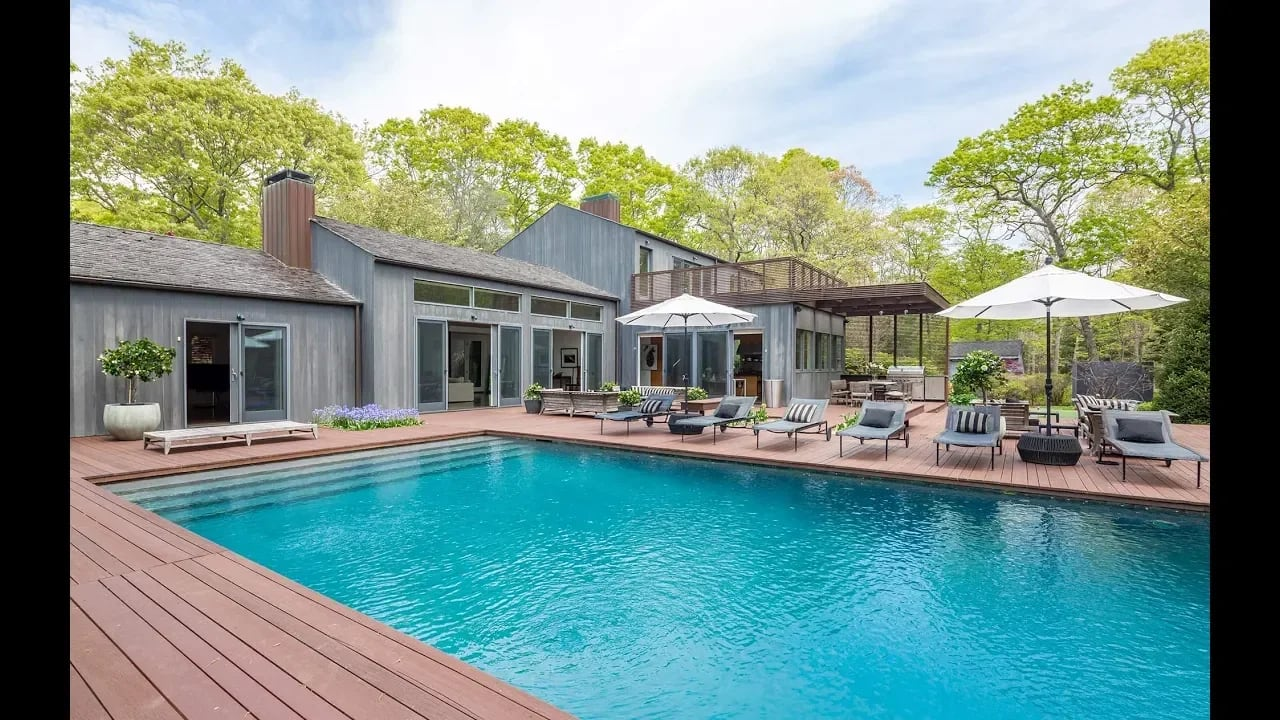 19 Beechwood Court, East Hampton, New York video preview