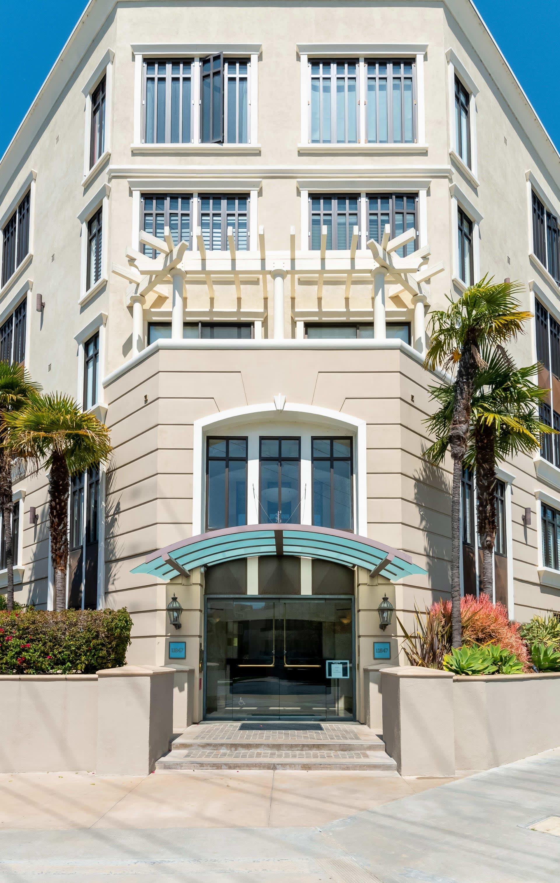 Sophisticated Brentwood Condominium