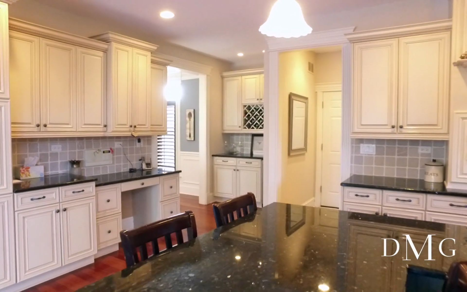 5651 SOUTH THURLOW, HINSDALE, IL DAWN MCKENNA GROUP video preview
