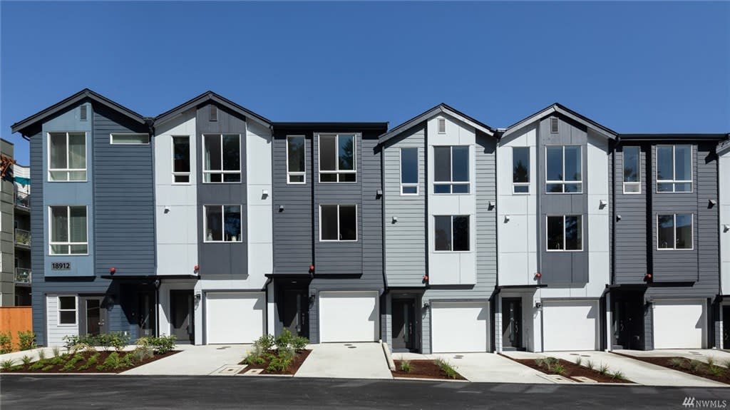 Represented Buyers / $694,990 / 10944 NE 189th St #4.1, Bothell, 98011 image