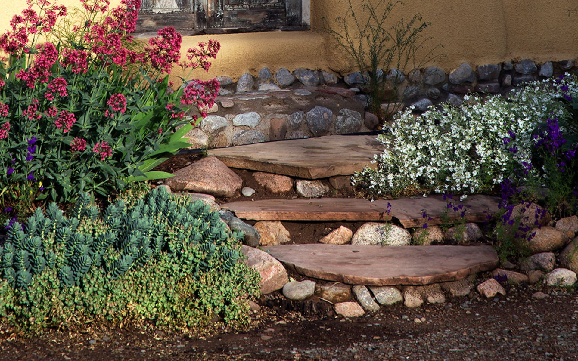 How to use Xeriscaping in Santa Fe for Water-wise Landscaping