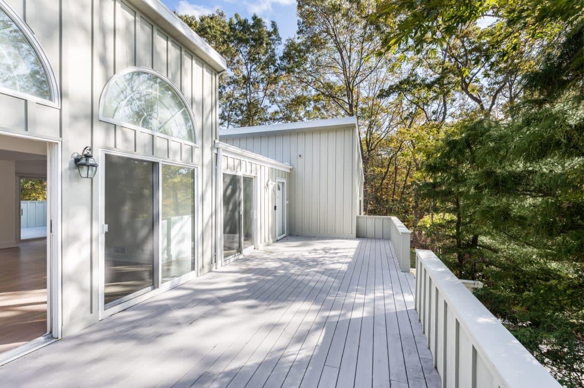 Newly Renovated Contemporary Near Three Mile Harbor
