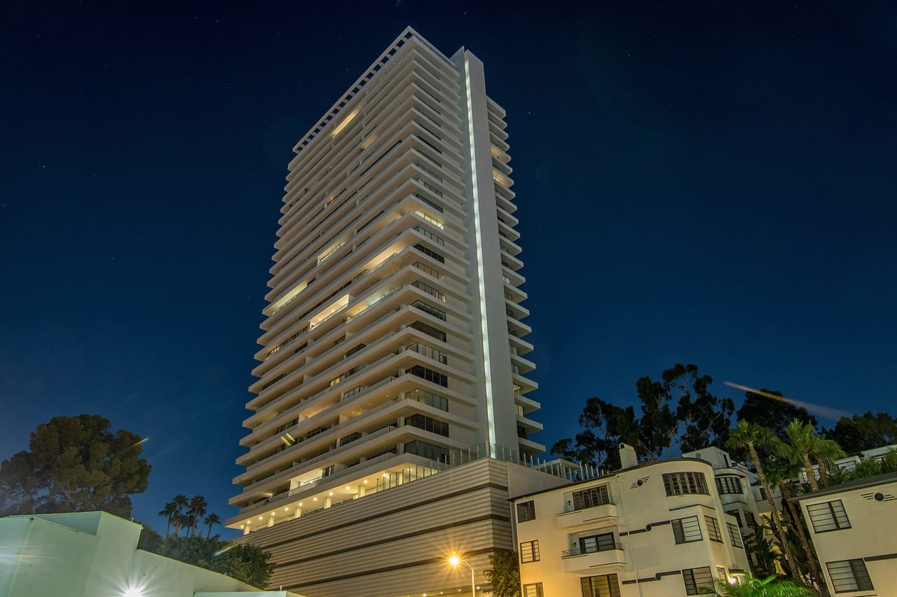 Turn-Key Pied-A-Terre in the Sierra Towers