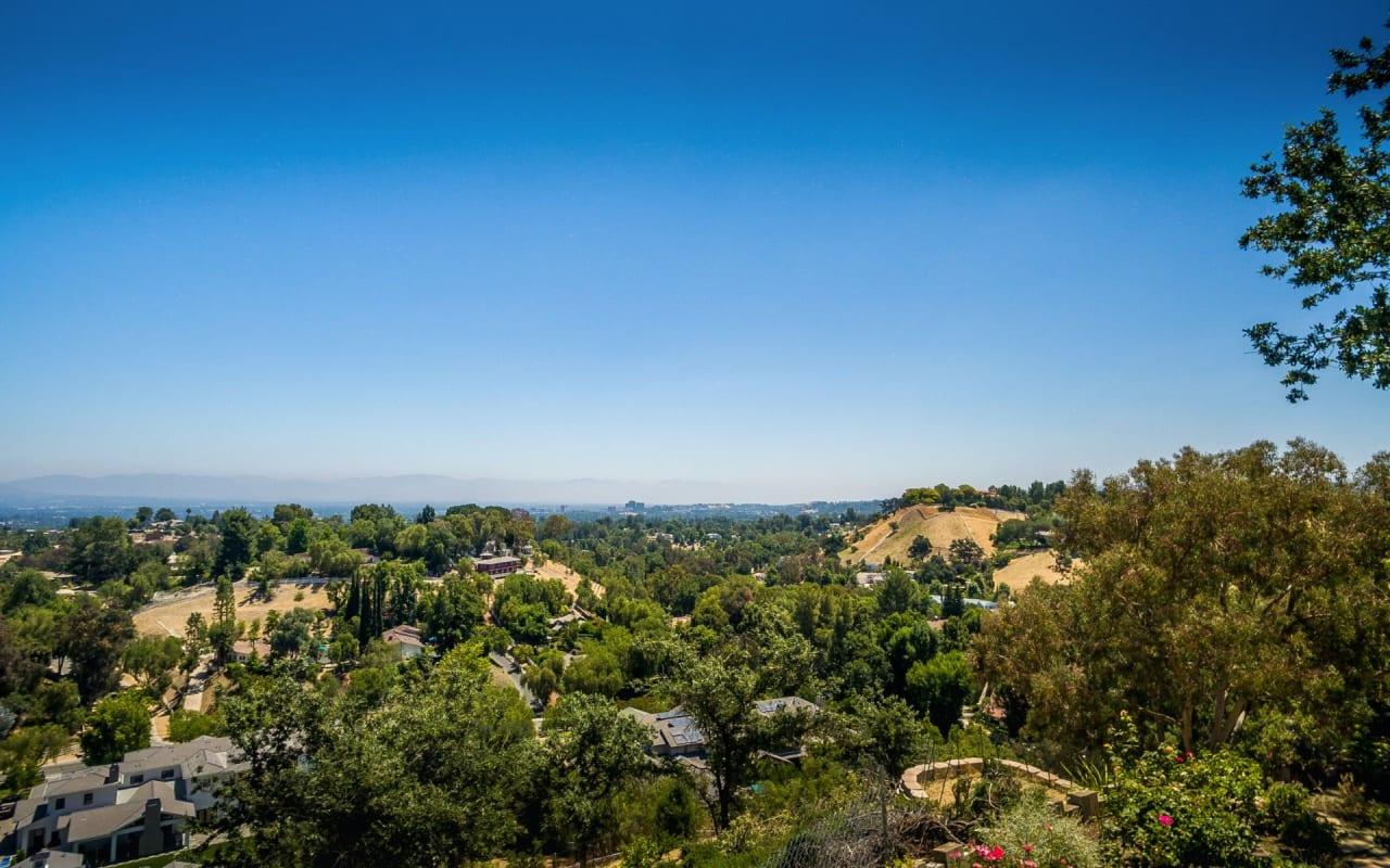 Serene Cul de Sac Panoramic View Estate