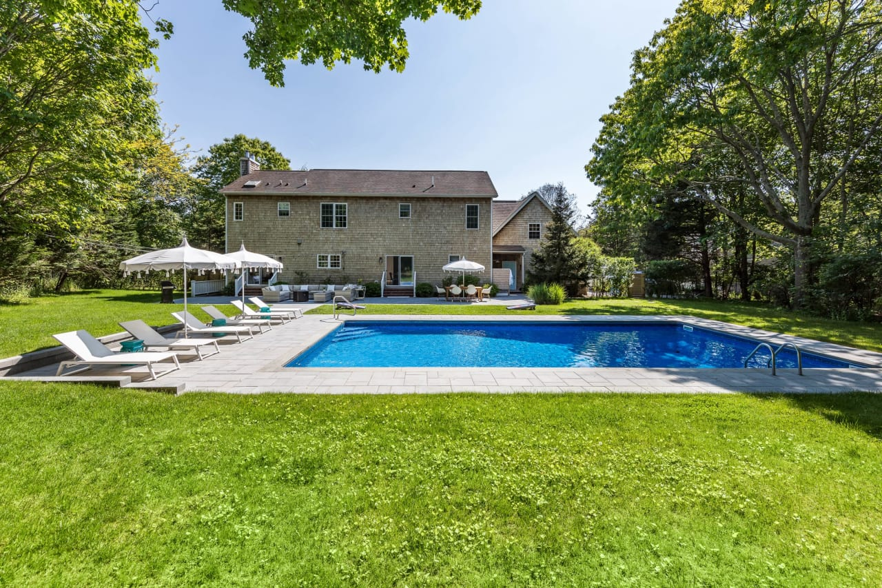 Peaceful and Private Close to East Hampton Village