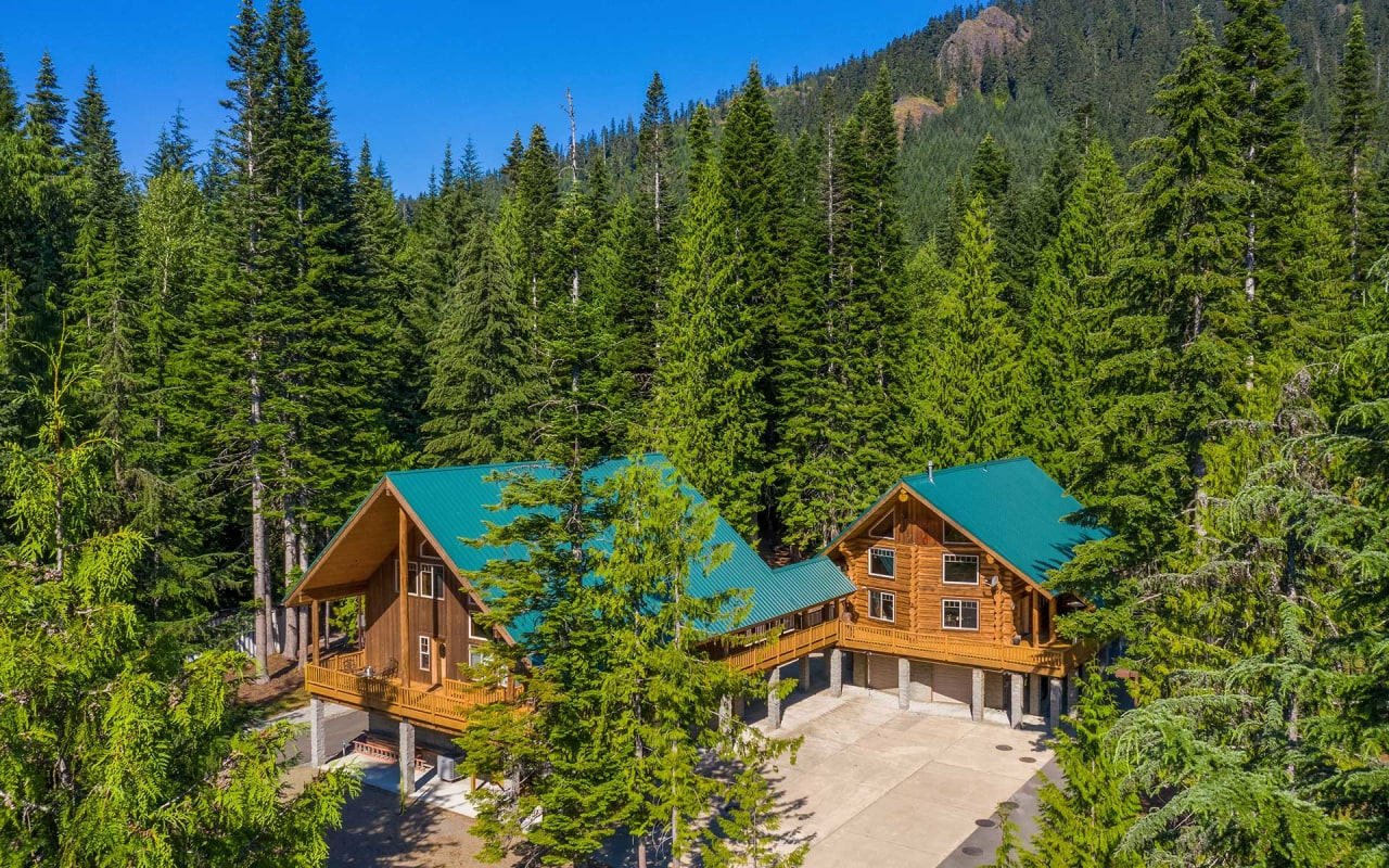 Log Cabin Luxury in a Majestic Mountain Setting