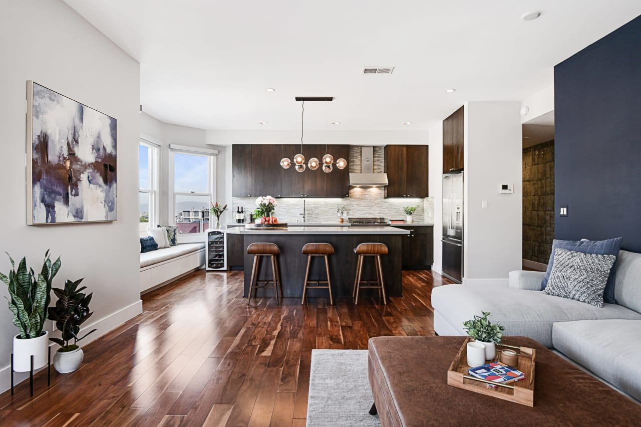 Modern View Residence at the Border of Russian / Nob Hill