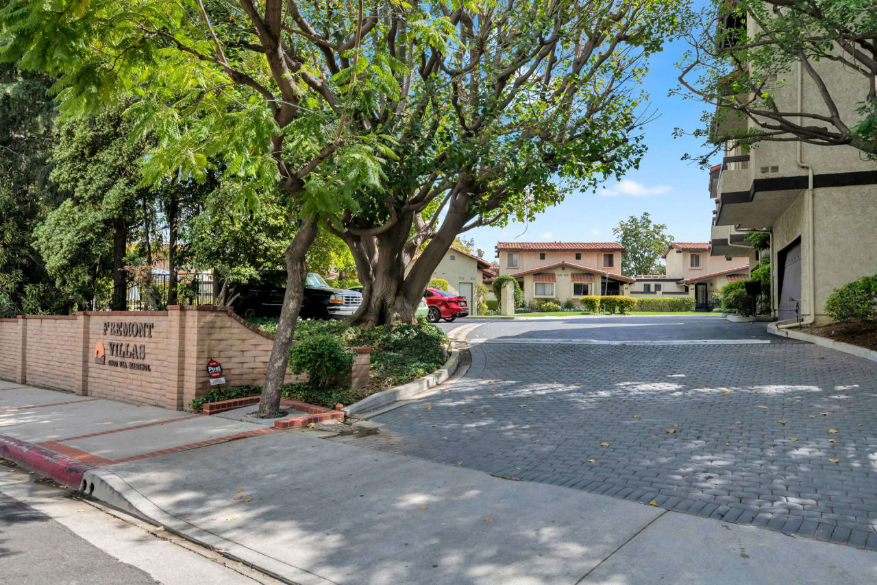 Turn-Key Monterey Hills Townhome