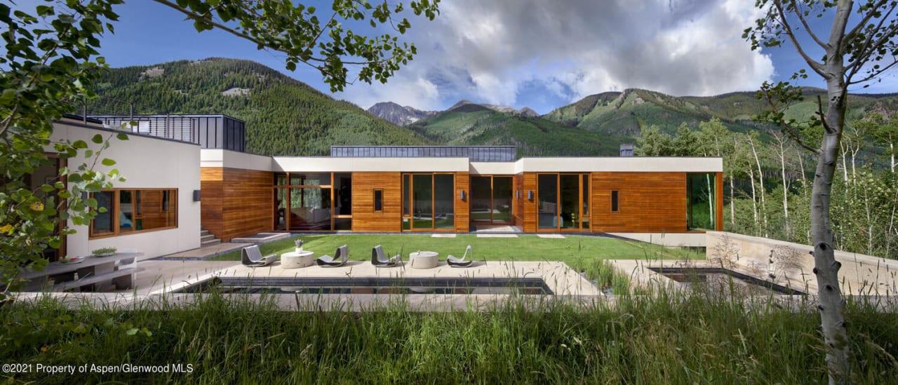 Exquisite Modern Sanctuary