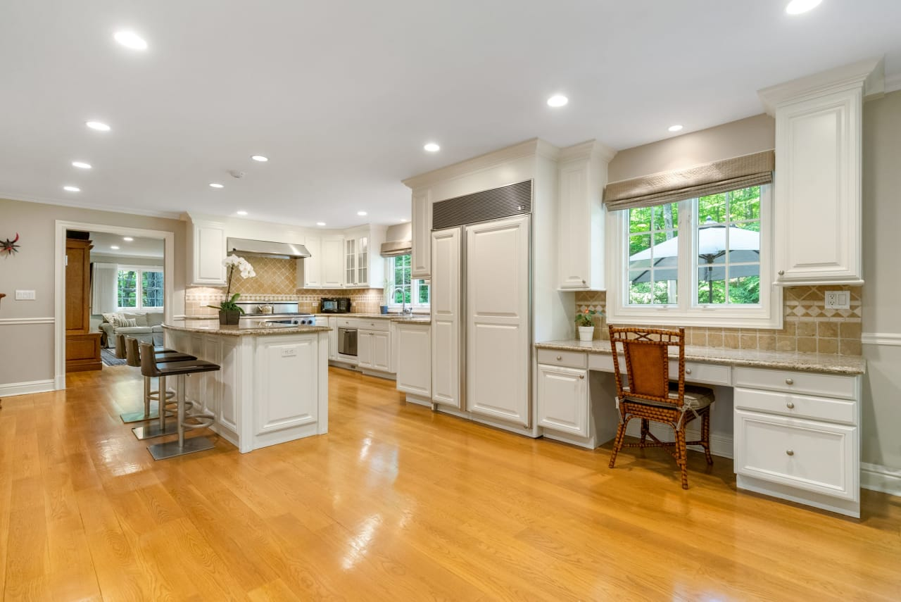 CONTINGENT CONTRACT: 10 Hycliff Road, Greenwich, CT 06831