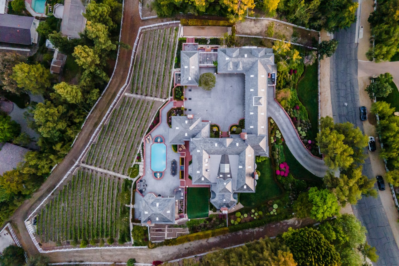 Hidden Hills Manor and Vineyard