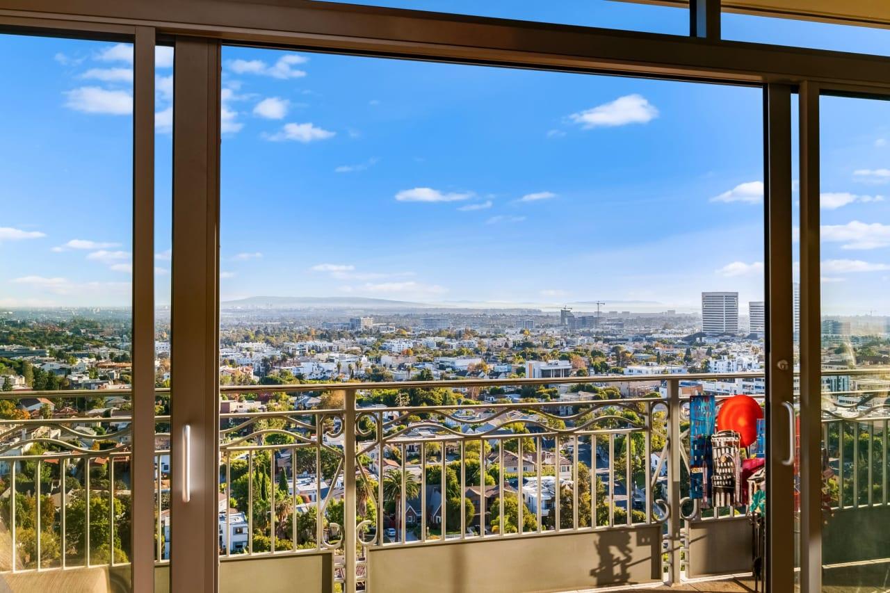 Spectacular Condominium in the Californian