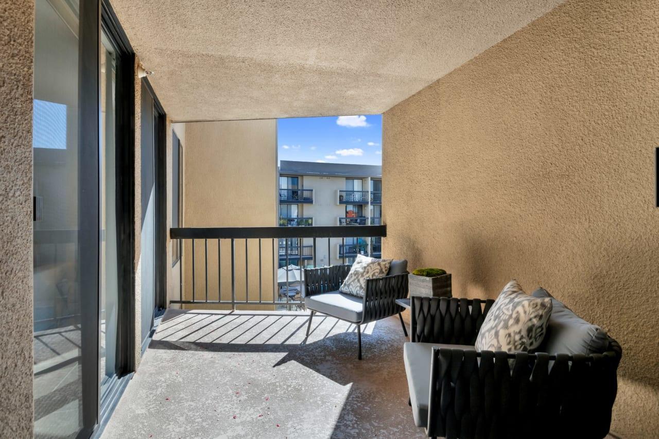 Pristine Hollywood Condominium
