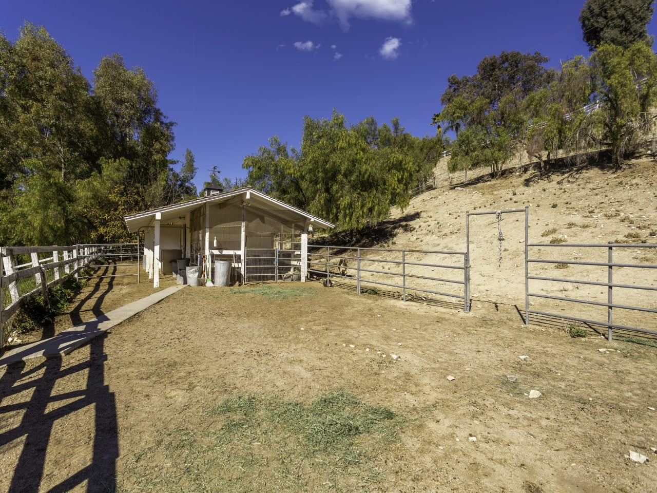 Bright Classic Ranch Estate
