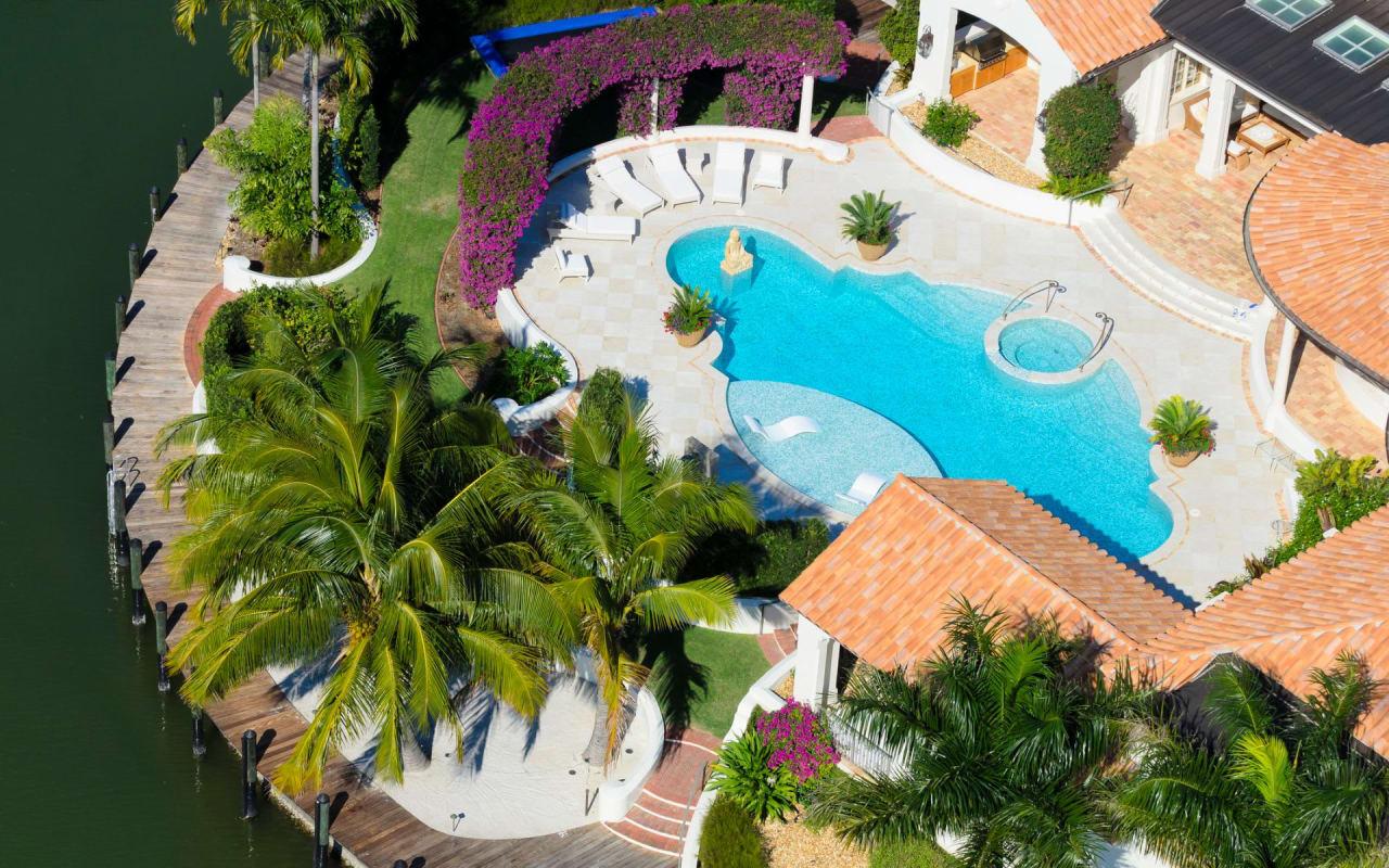 Aqualane Shores Real Estate