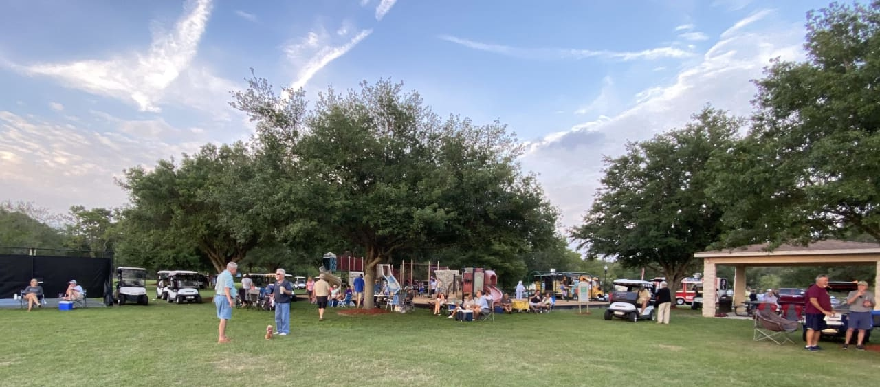 Southern Tide Team Party in the Park December 2021
