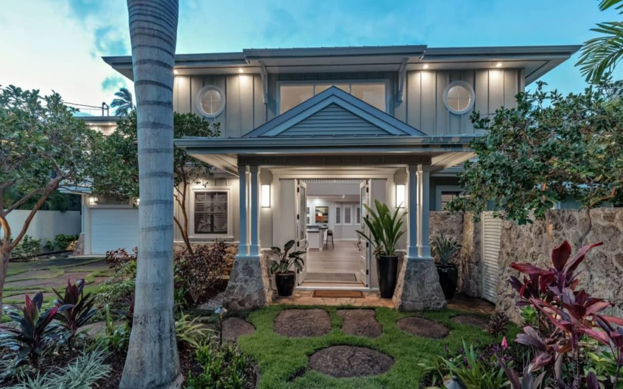 Royal Place Residence – Where Honolulu's Elite Have ALWAYS Called Home!