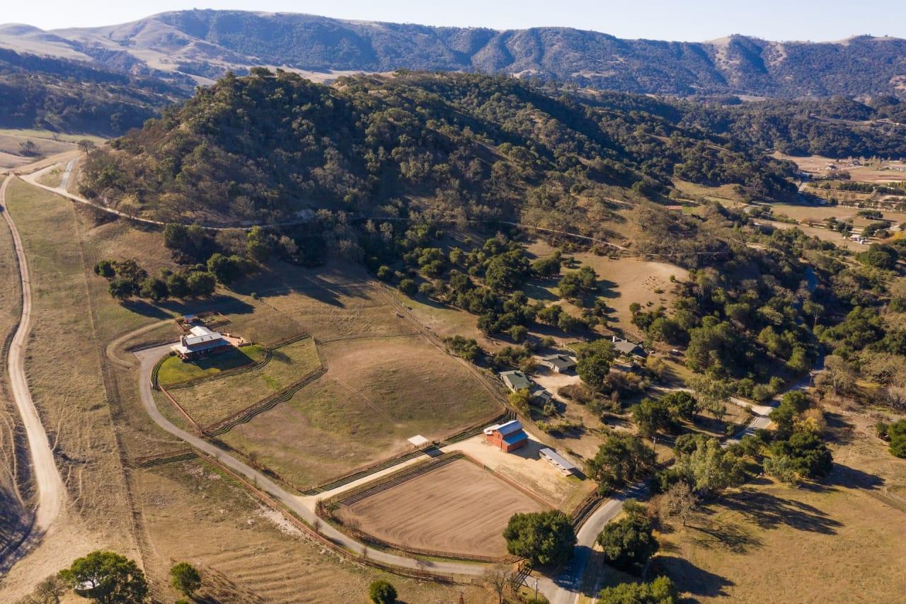 Steinbeck Country Living - 556 Corral de Tierra Road