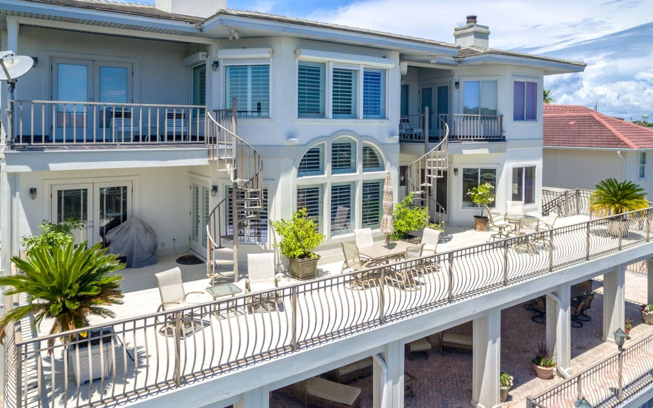 Just Listed: Updated Canal-front Estate on Holiday Isle
