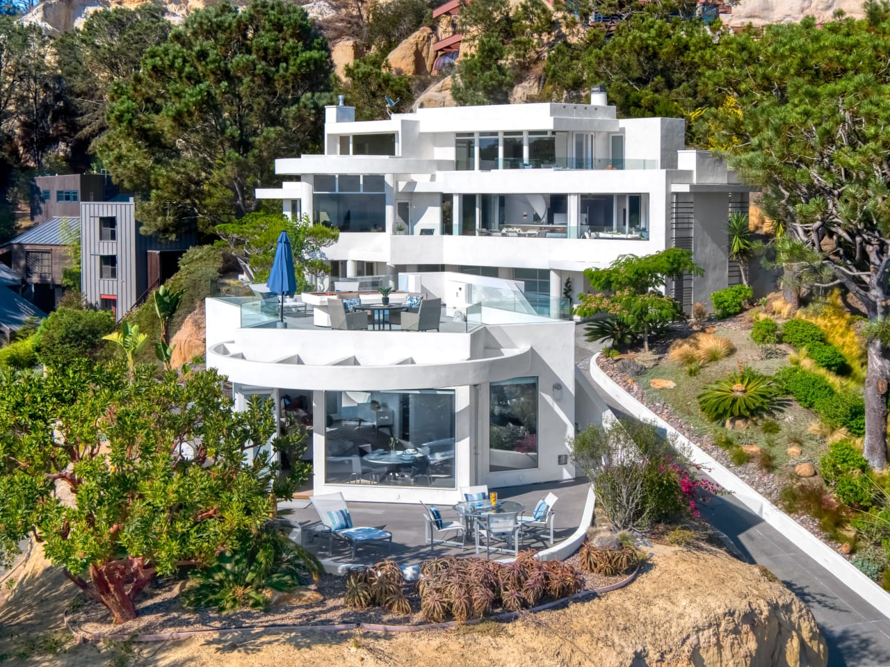 Del Mar Modern Home Fit for an Athlete