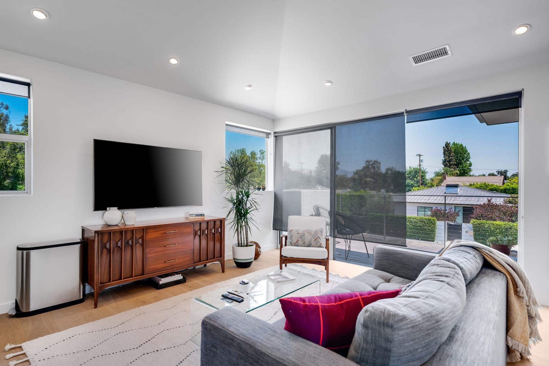 Studio City Modern 1 + office loft - short/long term lease photo