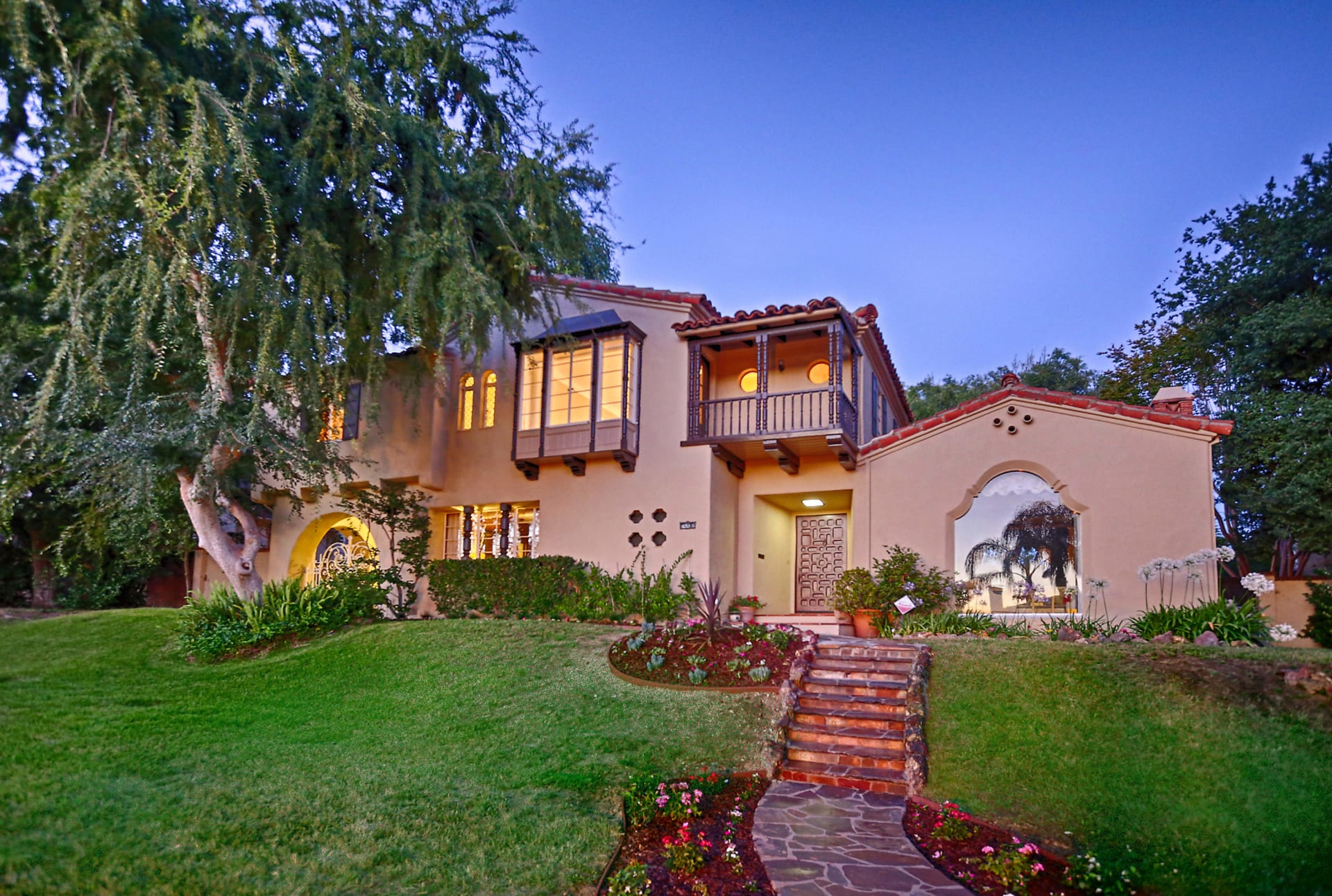 Sold by Edwin Ordubegian!! Character Spanish Revival- 1212 Rossmoyne Ave video preview