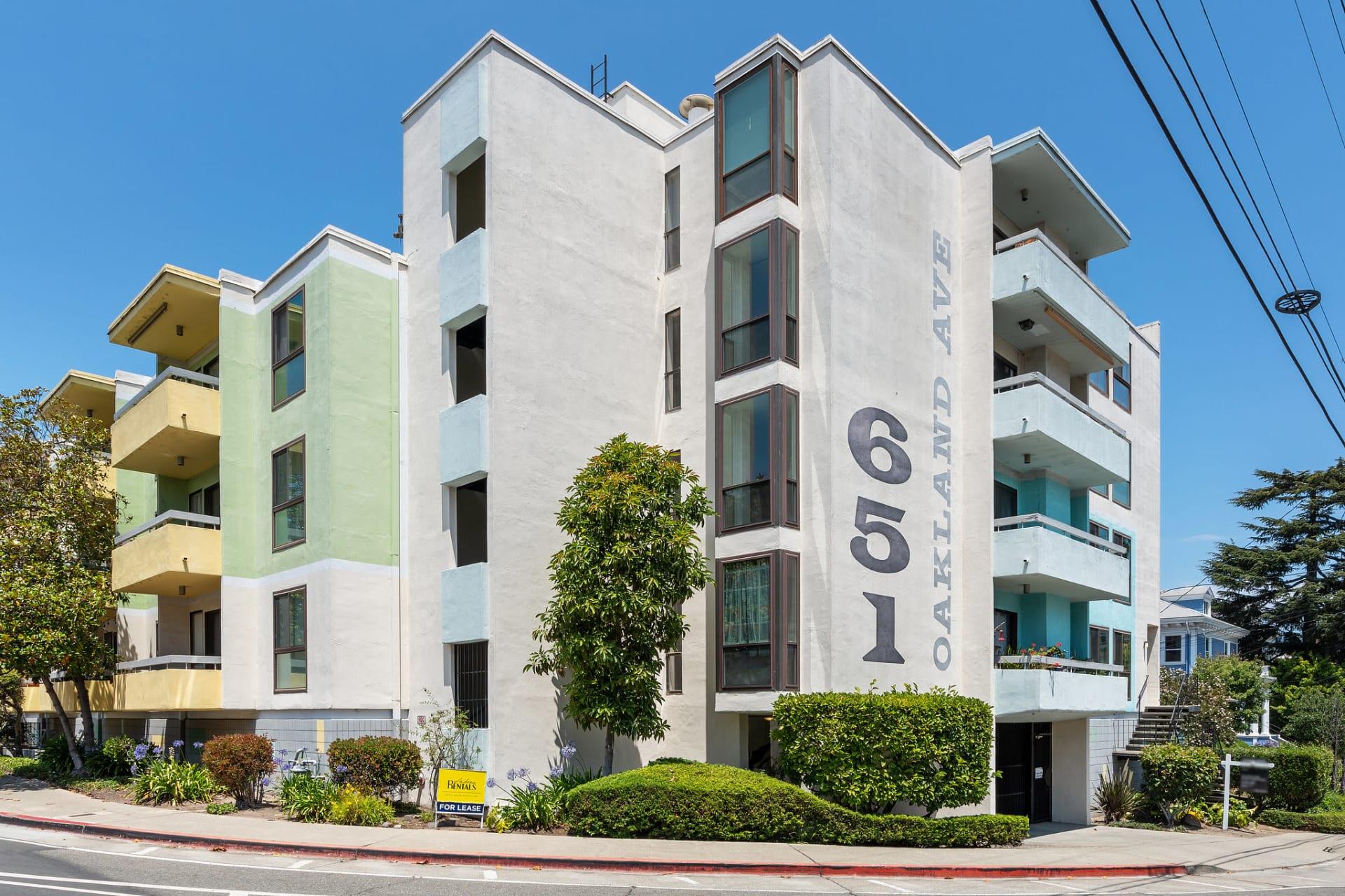 651 Oakland Ave, Unit 1D photo