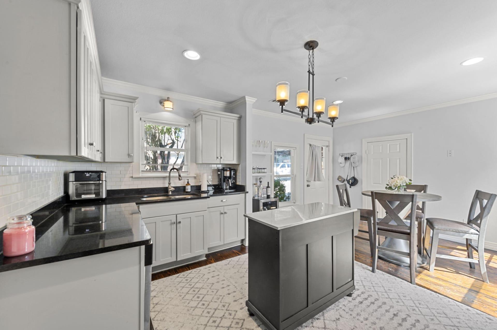 Charming Arlington Heights Bungalow photo