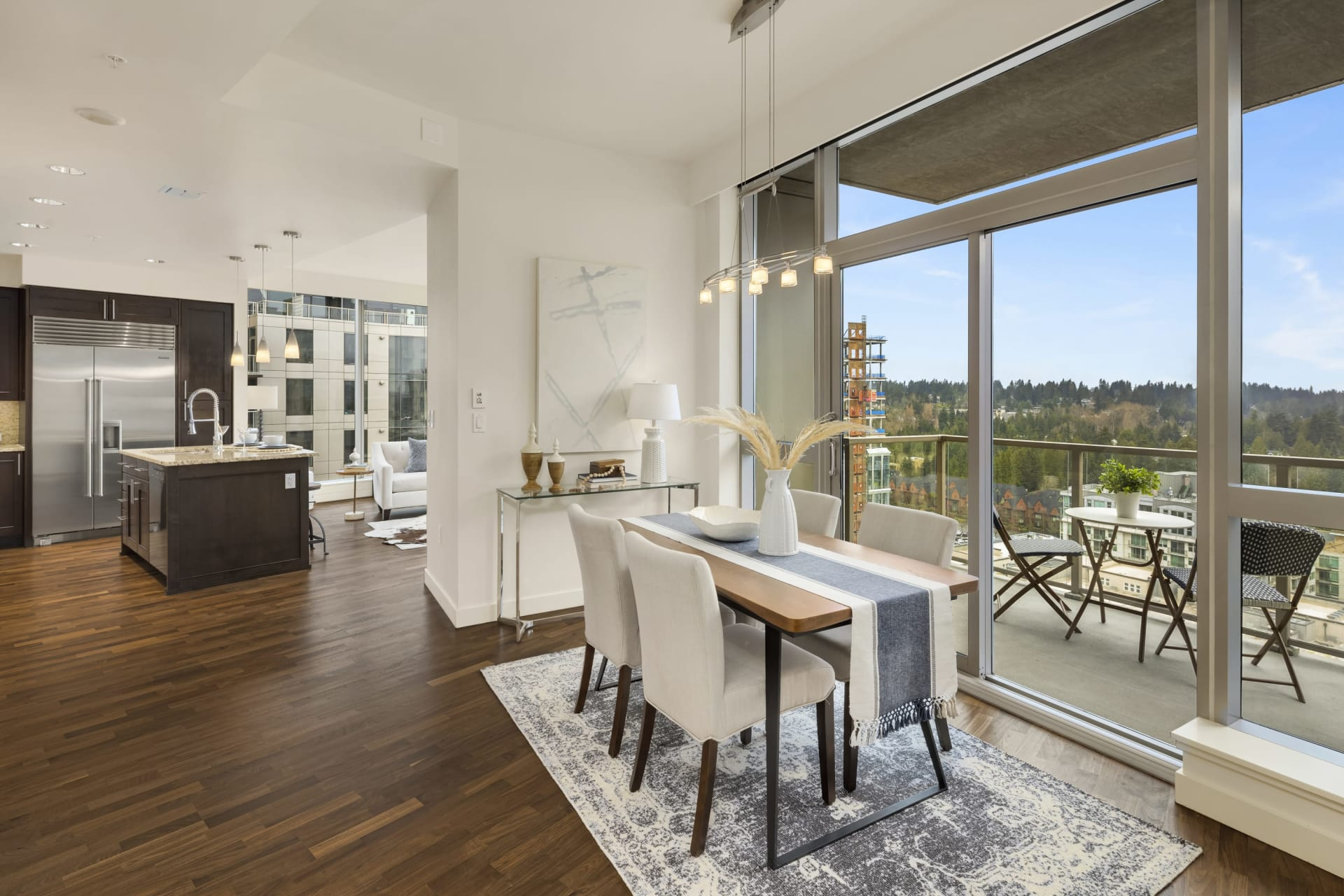 $1,323,000 / 10650 NE 9th Place #2124 Bellevue, 98004 image