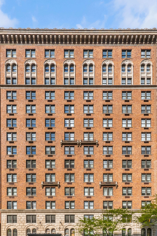 27 West 72nd Street, Unit 1510 photo