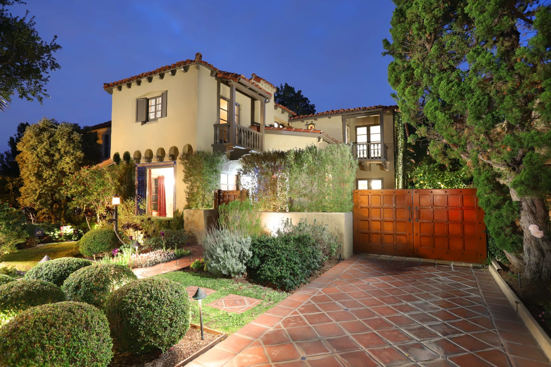 Sold by Edwin Ordubegian | 1209 Viscano Dr. | Glendale finest character home video preview