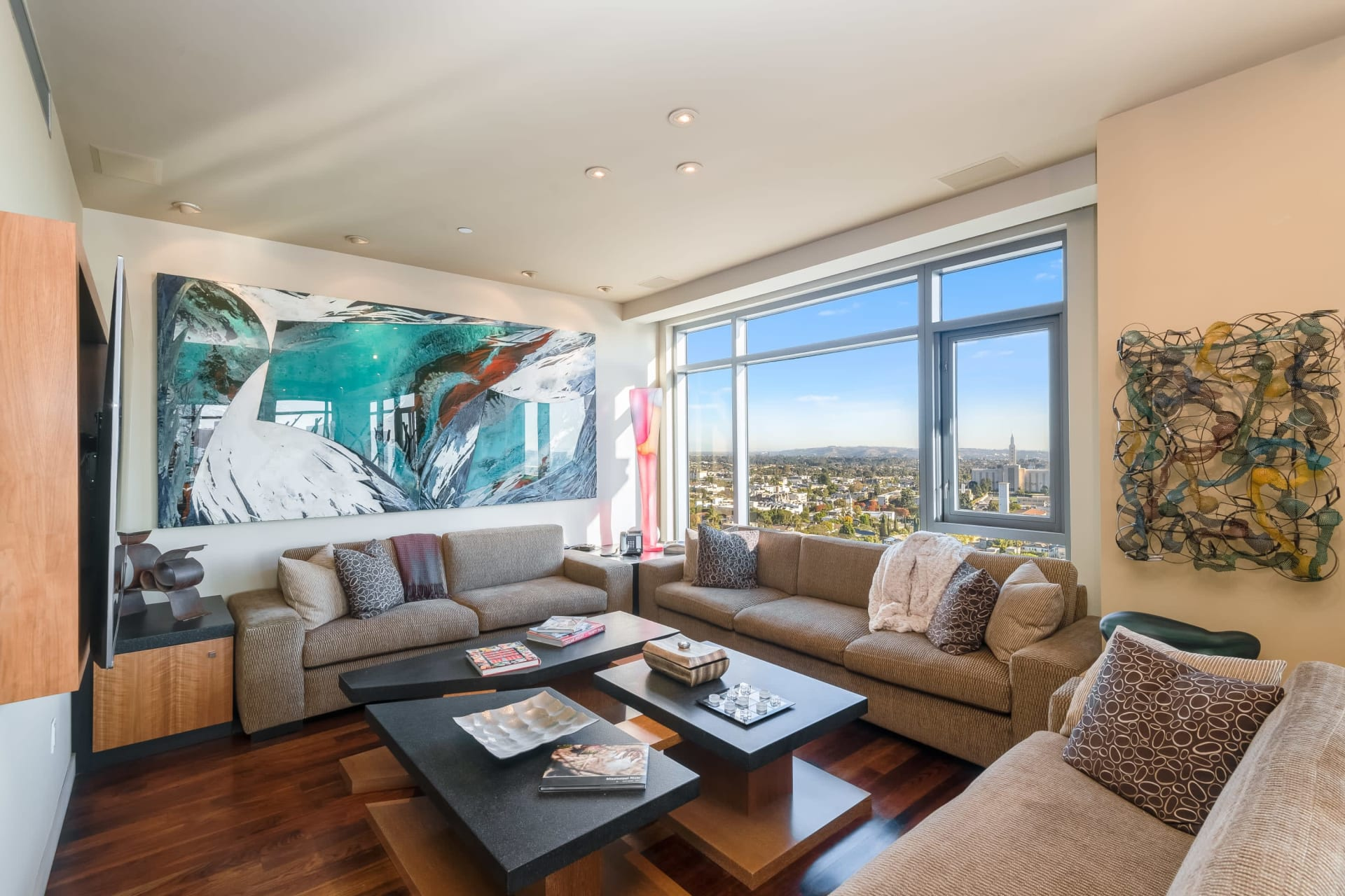 Spectacular Condominium in the Californian