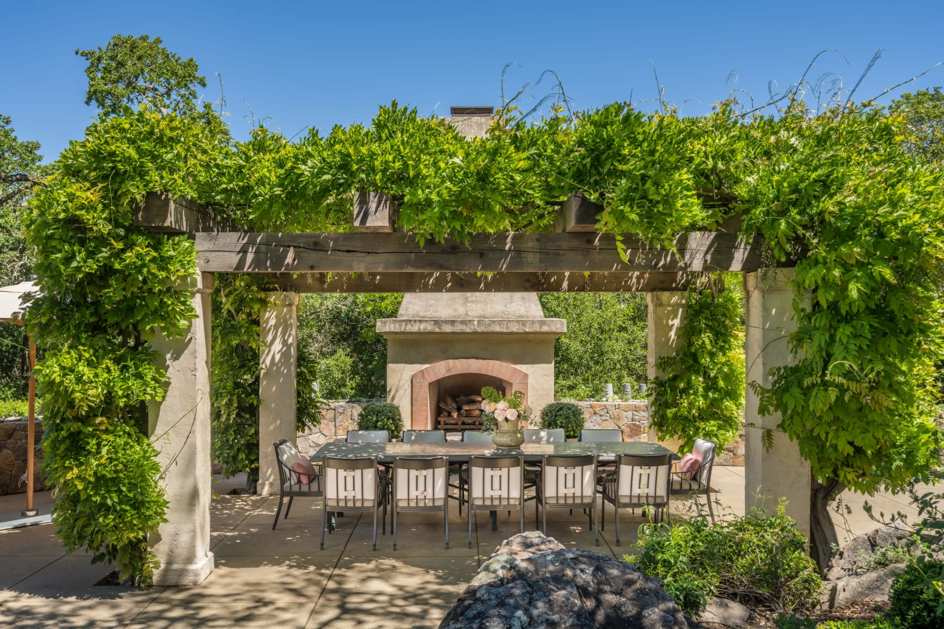 Ways to Make the Most of Your Outdoor Kitchen this Summer
