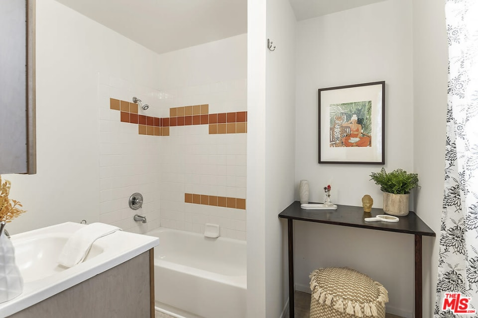 2735 Clyde Ave preview