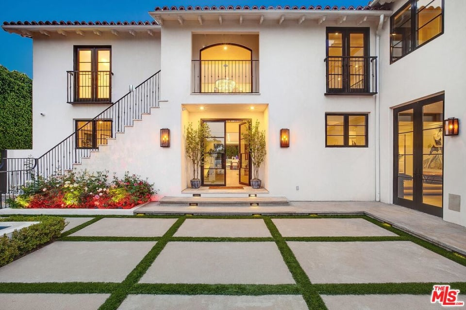 13715 Sunset Blvd preview