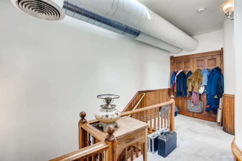 701 W 6th Ave preview