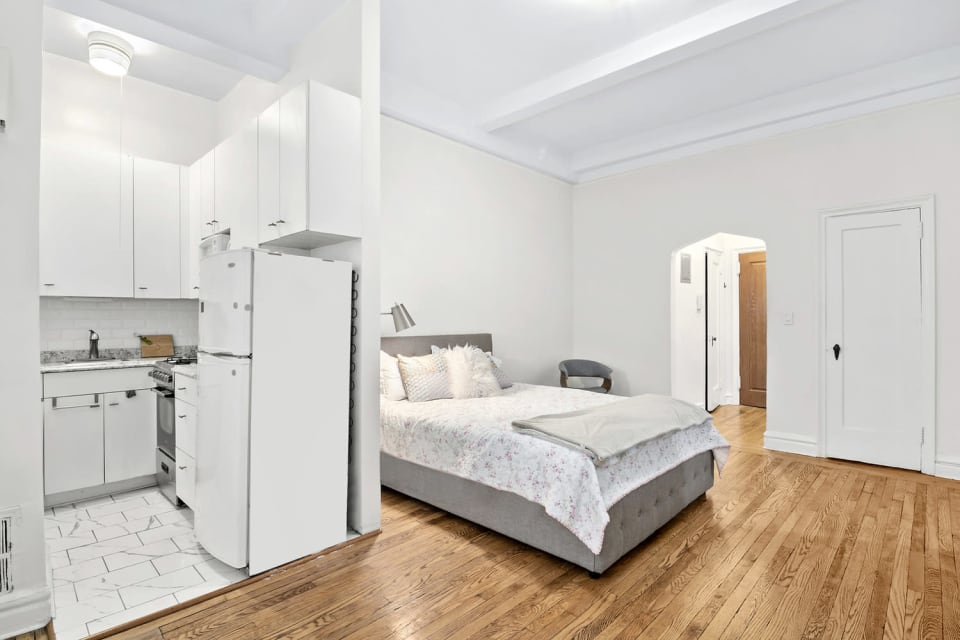 200 East 16th Street, Unit 1C preview