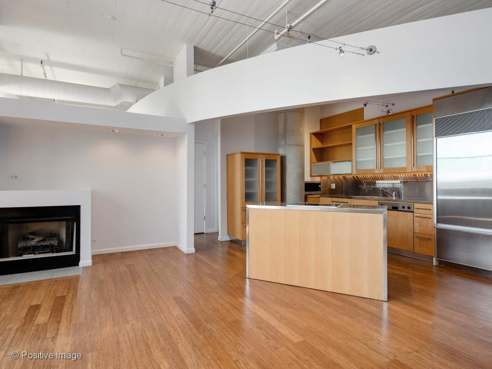 565 W Quincy Street # 913 preview