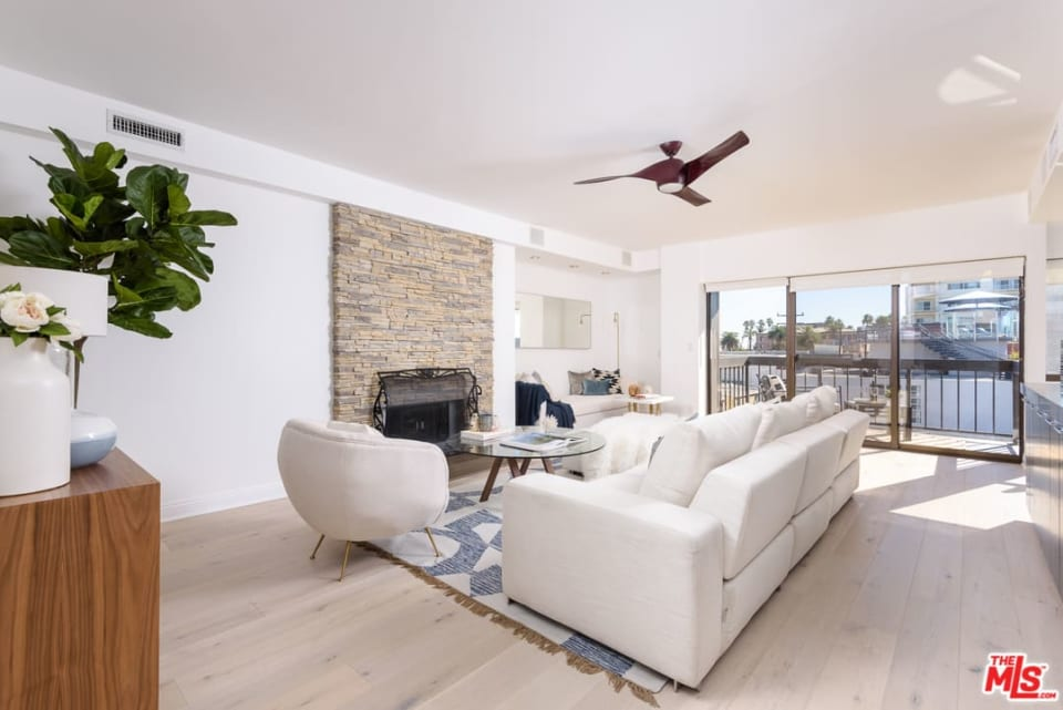 1007 Ocean Ave, #403 preview