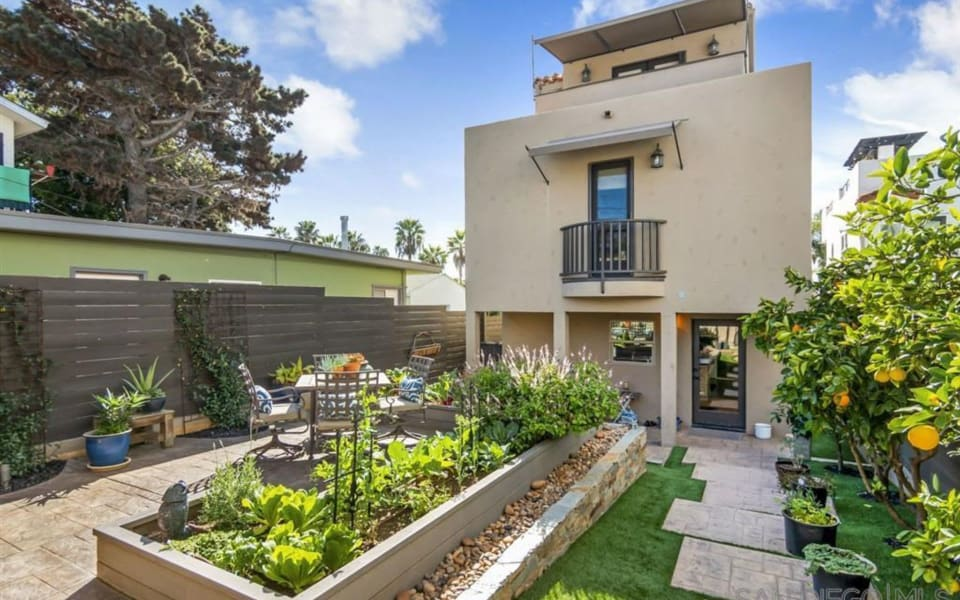 4670 Point Loma Ave4 preview