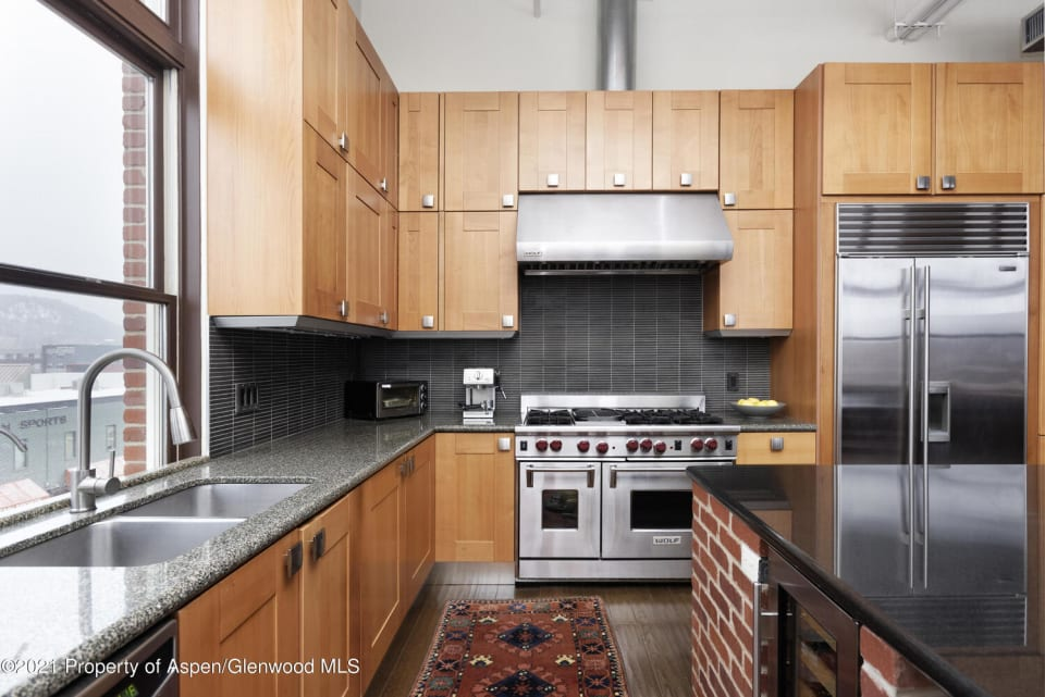 231 Robinson Street Unit: R-324 preview